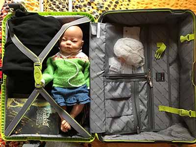 Ma valise de théâtre, (on dirait celle d'un dangereux psychopathe!)
